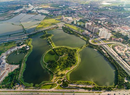 Công viên Yên Sở với diện tích 323 hecta, là công viên đô thị lớn nhất Việt Nam do Gamuda Land xây dựng trên rốn ngập cũ của Hà Nội.