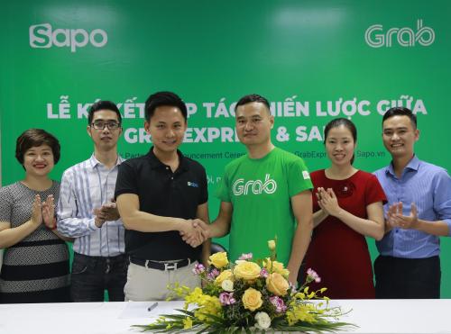 Lãnh đạo Sapo và Grab tại lễ ký kết nhằm giúp các chủ shop bán hàng dễ dàng hơn.