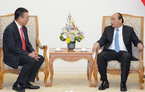 Thủ tướng Nguyễn Xuân Phúc (phải) trong buổi tiếp Chủ tịch SCG ngày 26/2. Ảnh: VGP