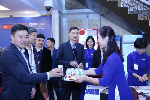 Nhiều doanh nghiệp tận dụng cơ hội quảng bá thương hiệu từ Hội nghị.
