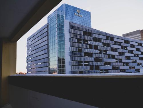 Blion, có trụ sở chính tại Singapore, có hơn 300 triệu SGD tiền mặt để đầu tư.