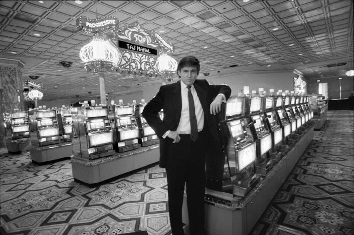 Donald Trump tại casino Trump Taj Mahal năm 1990. Ảnh: NYT