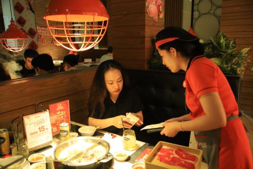 Chương trình khuyến mãi của Redsun thu hút đông đảo khách hàng tham gia.