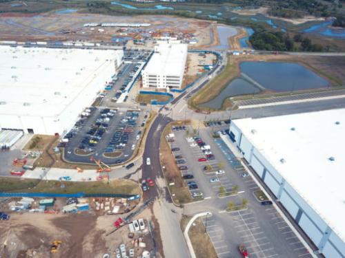 Cả Ikea và Amazon đều mang đến cơ hội việc làm mới cho đảo Staten, New York.
