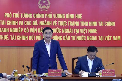 Phó thủ tướng Vương Đình Huệ làm việc với Bộ Tài chính ngày 28/2. Ảnh: VGP