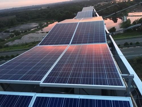 Bizman tiên phong ứng dụng năng lượng mặt trời vào hệ thống chiếu sáng bảng quảng cáo.
