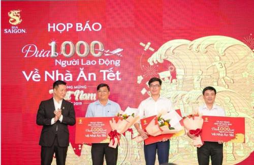 Bia Sài Gòn trao tặng 1.000 vé may bay cho đại diện các tỉnh, thành.