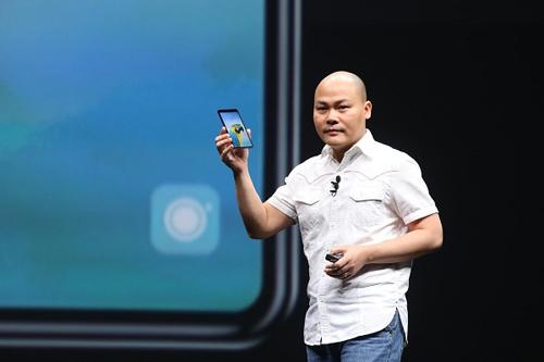 CEO Nguyễn Tử Quảng khi ra mắt Bphone 3 năm 2018.