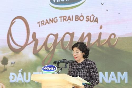 Bà Mai Kiều Liên – Tổng Giám đốc Vinamilk phát biểu tại sự kiện khánh thành trang trại Vinamilk Organic Đà Lạt – trang trại hữu cơ đạt chuẩn châu Âu đầu tiên tại Việt Nam.