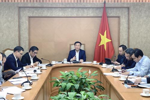 Phó thủ tướng Vương Đình Huệ chủ trì cuộc họp về quản lý kinh doanh cho vay ngang hàng. Ảnh: VGP