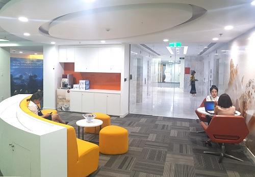 Văn phòng VIB thiết kế thoáng đãng, gam màu tươi sáng.