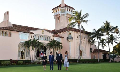 Ông Trump tiếp Thủ tướng Nhật Bản - Shinzo Abe tại khu nghỉ dưỡng Mar-a-Lago năm ngoái. Ảnh: AFP