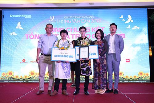 Bà Lâm trong buổi trao giải thưởng Lương Văn Can năm 2018.