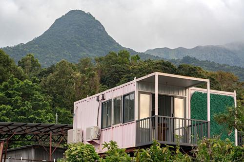 Một ngôi nhà container tại Hong Kong. Ảnh: Bloomberg