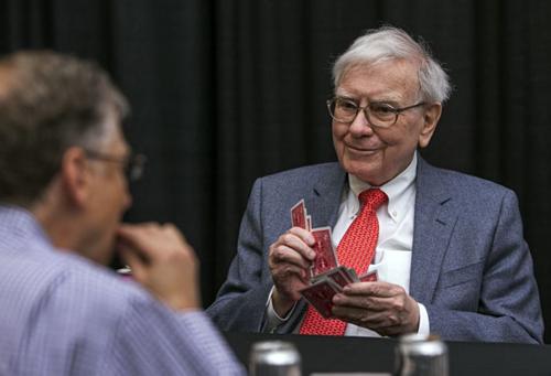 Warren Buffett vàBill Gates chơi bài Bridge với nhau. Ảnh: AP