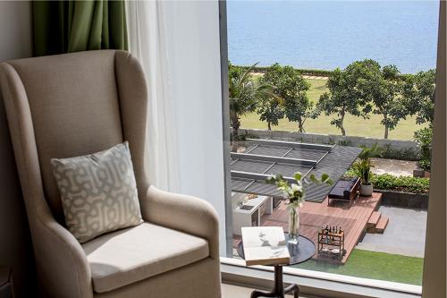 Vị thế ven sông thường được lựa chọn phát triển biệt thự, căn hộ hạng sang, nhắm đến khách hàng giàu có. Ảnh chụp từ biệt thự HOLM Residences bên bờ sông Sài Gòn khu Thảo Điền, quận 2.