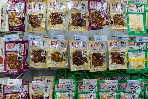 Chân gà chế biến sẵn đóng gói được bán tại Trung Quốc. Ảnh: Kristi Allen