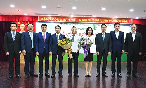 Ban lãnh đạo Vietcombank chúc mừng tân Giám đốc và tân Phó Giám đốc Trường Đào tạo Vietcombank