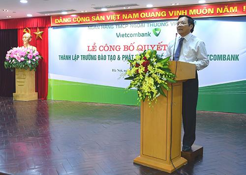 Phó Giáo sư, Tiến sỹ - Nhà giáo nhân dân Kiều Hữu Thiện - tân Giám đốc Trường Đào tạo phát biểu nhận nhiệm vụ