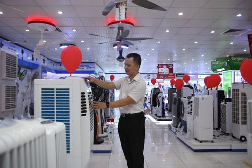 Nhiều khách hàng quan tâm đến các sản phẩm làm lạnh dù TP HCM chưa chính thức bước vào mùa nóng.