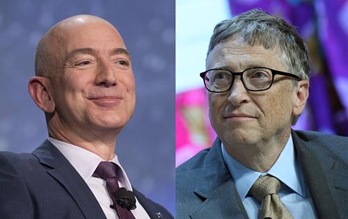 Hai người giàu nhất thế giới hiện tại - Jeff Bezos và Bill Gates. Ảnh: Bloomberg
