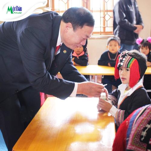 10 năm mang sữa cho 3.000 trẻ em nghèo vùng cao của Mộc Châu Milk - 1