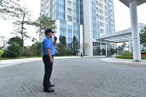 Màu áo đồng phục của nhân viên an ninh Ciputra xuất hiện trên mọi nẻo đường