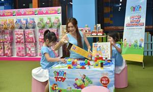 Bà xã Lý Hải dắt hai con đi sự kiện ra mắt đồ chơi