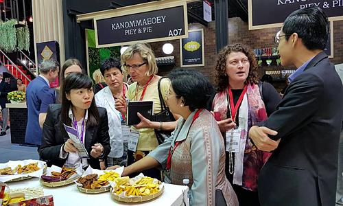 Doanh nghiệp Việt quảng bá nông sản tại một hội chợ ở Thái Lan năm 2018. Ảnh: BSA