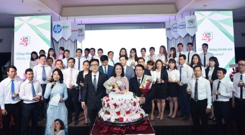 Buổi lễ kỷ niệm 25 năm thành lập TNC có sự góp mặt của toàn thể nhân viên và ban lãnh đạo công ty.
