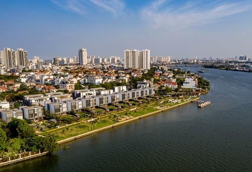 Holm Residences là dự án hiếm hoi tại bán đảo Thảo Điền có loạt biệt thự hướng trực diện ra sông, khai thác tối đa tầm nhìn hướng thủy với công viên rộng mở.
