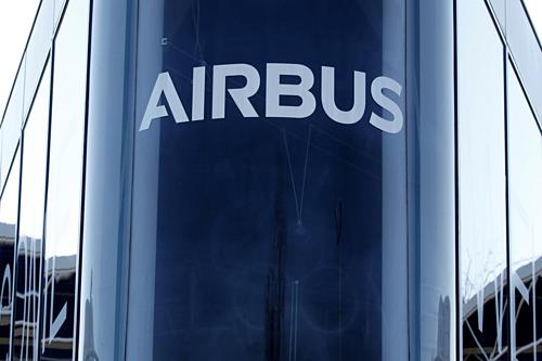 Logo của Airbus tại trụ sở của hãng gần Toulouse (Pháp). Ảnh: Reuters