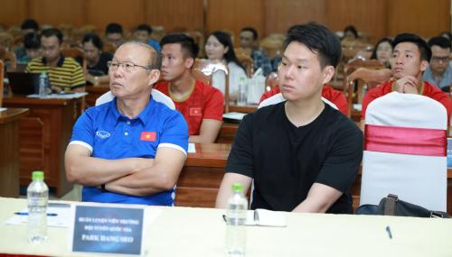 Đội tuyển Việt Nam trong thời gian qua liên tiếp nhận được nhiều sự ủng hộ từ các doanh nghiệp trong nước.