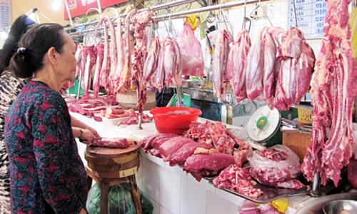 Cửa hàng thịt heo của VISSAN ở chợ Bến Thành. Ảnh: Thi Hà.