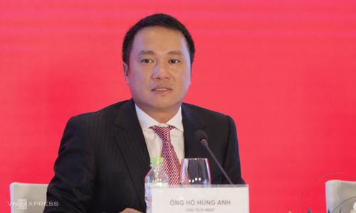 Ông Hồ Hùng Anh - Chủ tịch Techcombank trả lời câu hỏi của các cổ đông. Ảnh: Anh Tú