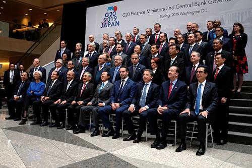 Bộ trưởng tài chính và thống đốc các nước G20 chụp ảnh chung hôm qua. Ảnh: Reuters