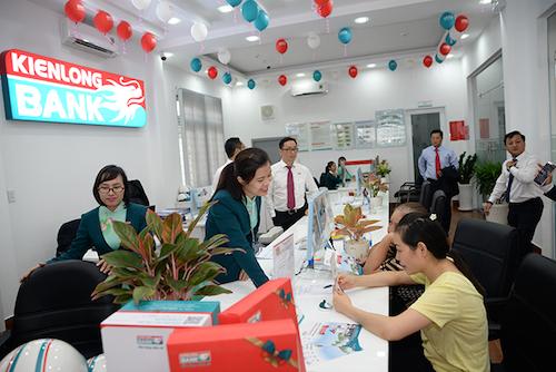 Kienlongbank chú trọng nâng cao chất lượng dịch vụ dành cho khách hàng. Thông tin chi tiết: tại đây hoặc hotline 19006929.