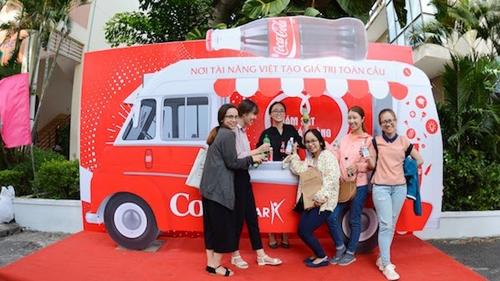 Coca-Cola triển khai dự án thu gom - tái chế rác thải.