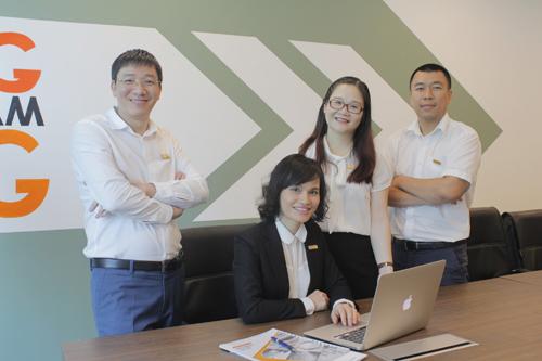 Ban lãnh đạo và nhân viên VNG Value tư vấn khách hàng dịch vụ thẩm định giá bất động sản
