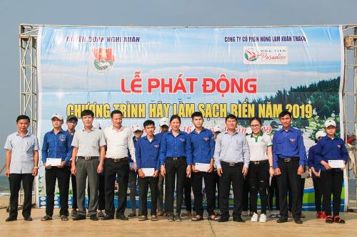 Pic 1. Ban tổ chức chính thức phát động chiến dịch làm sạch biển 2019