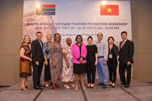 Bà Đỗ Thị Kim Liên (từ tư từ trái qua phải) tổ chức nhiều chương trình doanh nghiệp hai nước có cơ hội hợp tác.