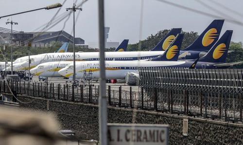Các máy bay của Jet Airways đỗ tại sân bay Chhatrapati Shivaji Maharaj ở Mumbai (Ấn Độ). Ảnh: Bloomberg