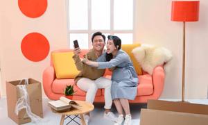 Hari Won tung ảnh tình cảm bên Trấn Thành, phủ nhận việc mang thai