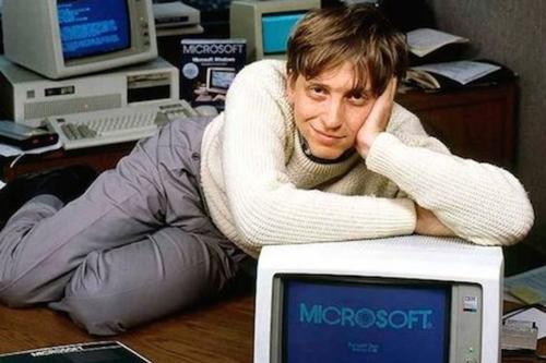 Bill Gates trong phòng làm việc tại Washington năm 1985. Ảnh: AFP