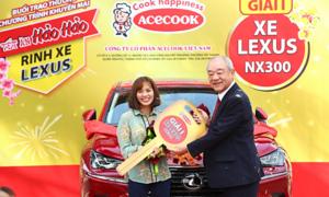 Hảo Hảo trao xe Lexus cuối cùng cho khách hàng may mắn