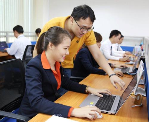 Sacombank đẩy mạnh số hóa nghiệp vụ nội bộ.