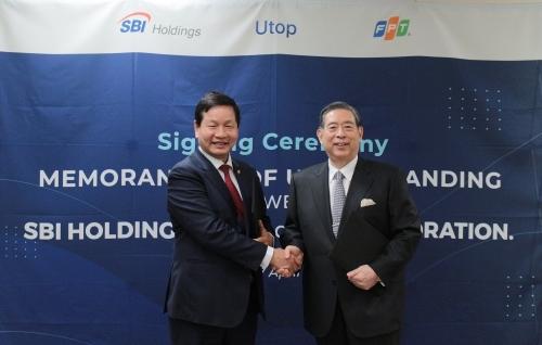 Ông Trương Gia Bình - Chủ tịch HĐQT FPT và ôngYoshitaka Kitao, Chủ tịch kiêm Tổng Giám đốc Tập đoàn SBI.