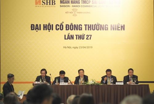 Ông Đỗ Quang Hiển trả lời cổ đông trong phần chất vấn tại phiên họp thường niên 2019. Ảnh: Minh Sơn