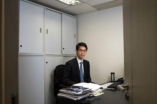 Alex Shih trong văn phòng tại Hong Kong. Ảnh: Bloomberg