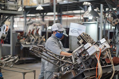 Nhiều nhà máysản xuất ở phía Nam nhộn nhịp tuyển số lượng lớn nhân sự. Ảnh minh họa: Viễn Thông
